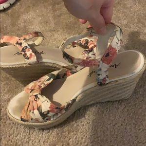 American Eagle floral wedges size 6